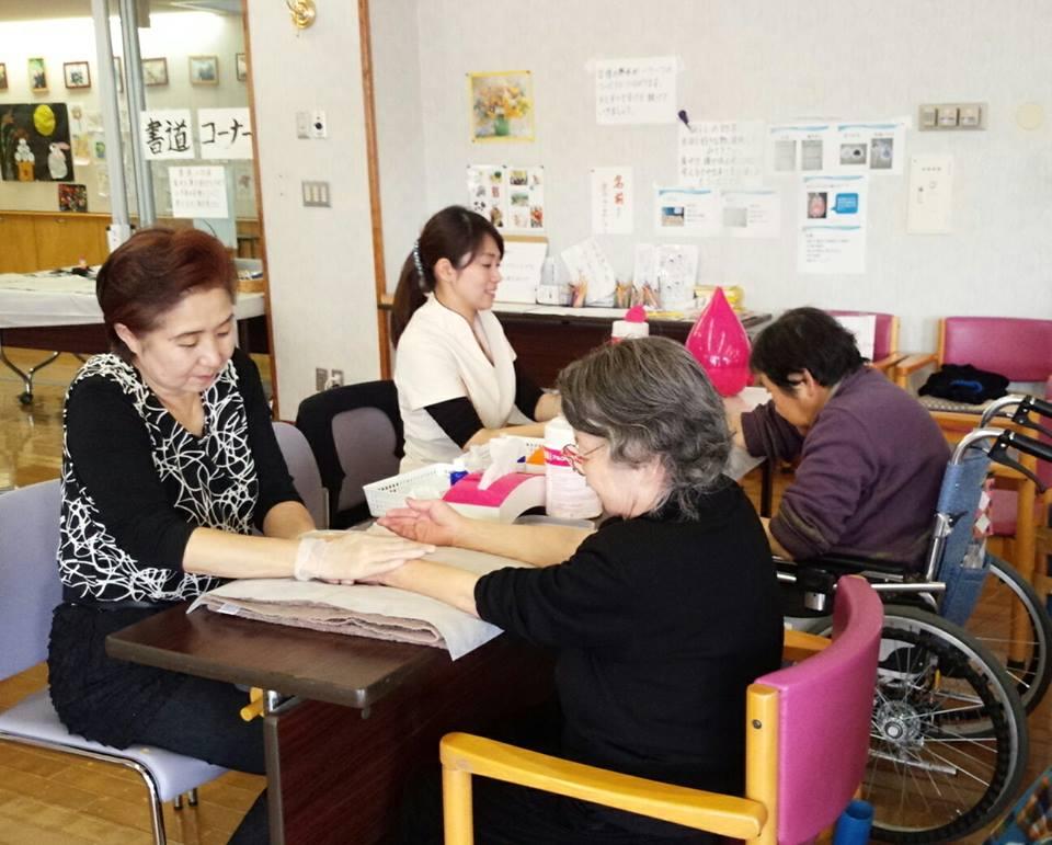 「高齢者施設 ボランティア活動」